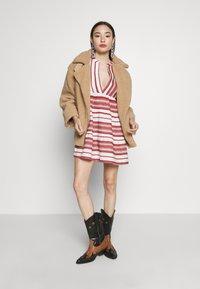 ONLY Petite - ONLSALLY ATHENA 3/4 DRESS - Day dress - cloud dancer/hot sauce - 1