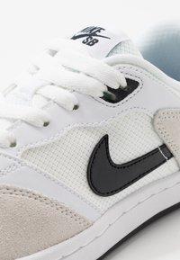 Nike SB - ALLEYOOP UNISEX - Trainers - white/black - 5
