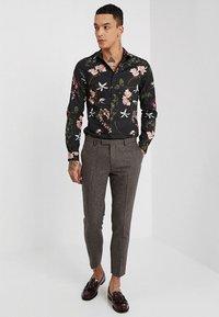 Twisted Tailor - MOONLIGHT TROUSERS - Pantaloni eleganti - brown - 1