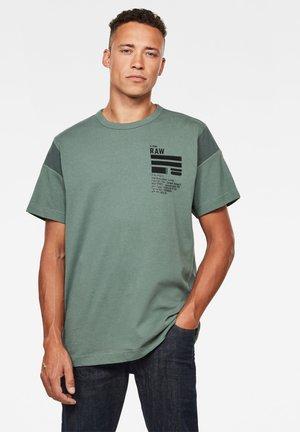 C&S BACK GRAPHIC + LOOSE - Print T-shirt - jungle