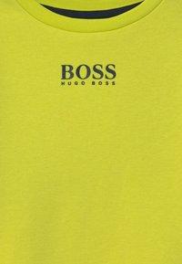 BOSS Kidswear - Sweatshirt - green lemon - 2