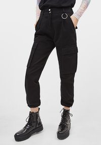 Bershka - CARGOPANTS - Trousers - black - 0