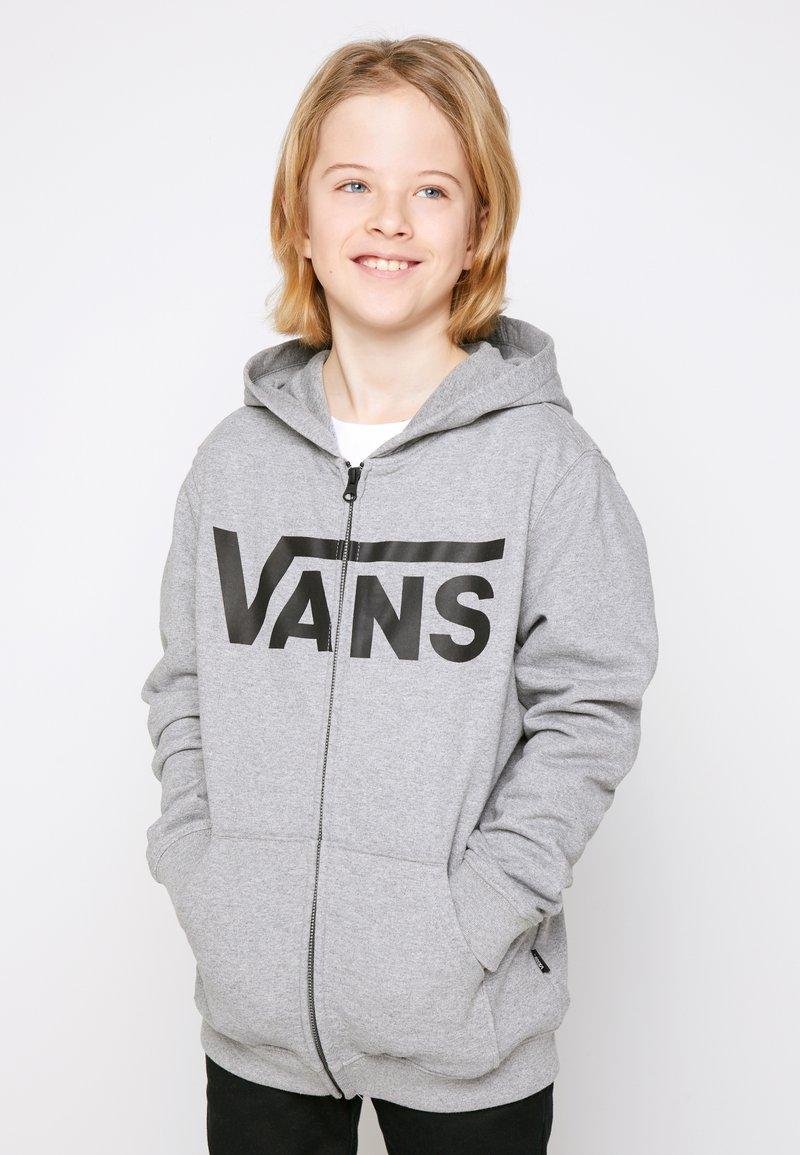 Vans - BY VANS CLASSIC ZIP HOODIE II BOYS - Hoodie met rits - cement heather/black