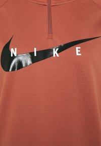 Nike Performance - RUN MIDLAYER - Camiseta de deporte - canyon rust/black - 7