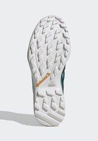 adidas Performance - TERREX SWIFT R2 HIKING SHOES - Hiking shoes - green - 5
