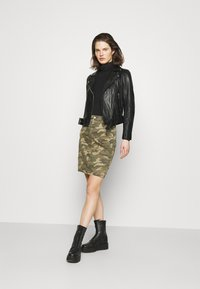 Cream - CRPENORA SKIRT - Pencil skirt - green camou - 1