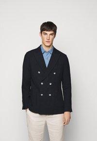 Frescobol Carioca - COOTON DECONSTRUCTED BLAZER - Blazer jacket - dark navy - 0