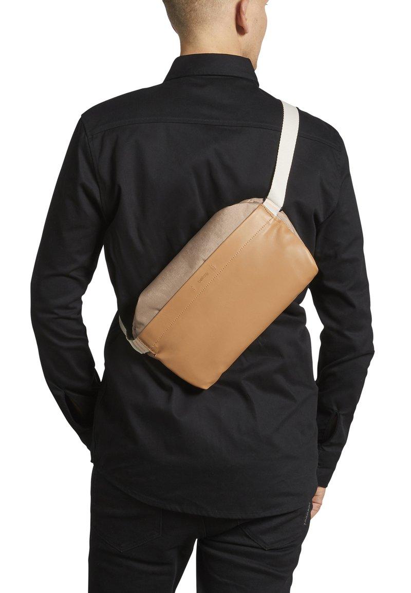 Bellroy - SLING PREMIUM - Bum bag - desert