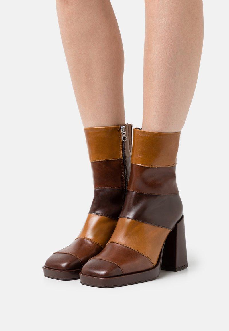Chio - Kotníkové boty na platformě - brown/castana/tan sierra