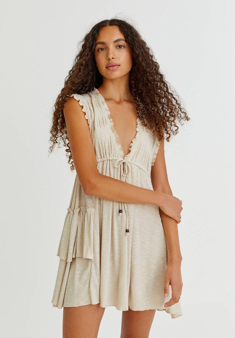PULL&BEAR - Pletené šaty - mottled beige