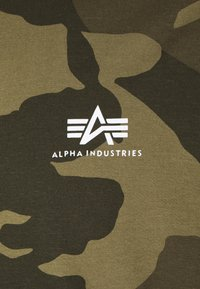 Alpha Industries - CAMO - Triko spotiskem - olive - 2