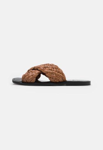 SWAY - Pantofle - tan