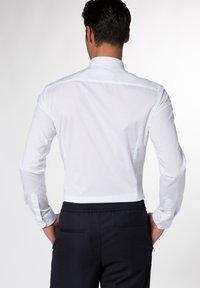 Eterna - UNI STRETCH SUPER SLIM - Kostymskjorta - white - 1