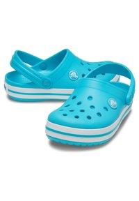 Crocs - Kapcie - hellblau - 1