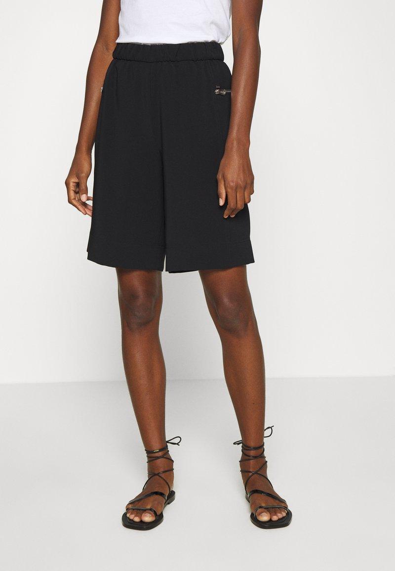 Calvin Klein - TRAVEL CREPE  - Shorts - black