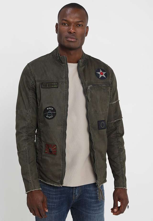 BE THEO PAT - Denim jacket - khaki