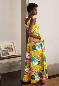 Boden - ANDREA - Maxi dress - narzissengelb  tropischer urlaub - 2