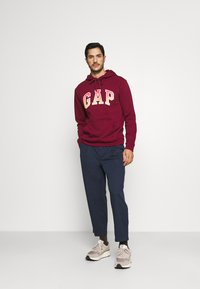 GAP - FILLED ARCH - Sweatshirt - red delicious - 1