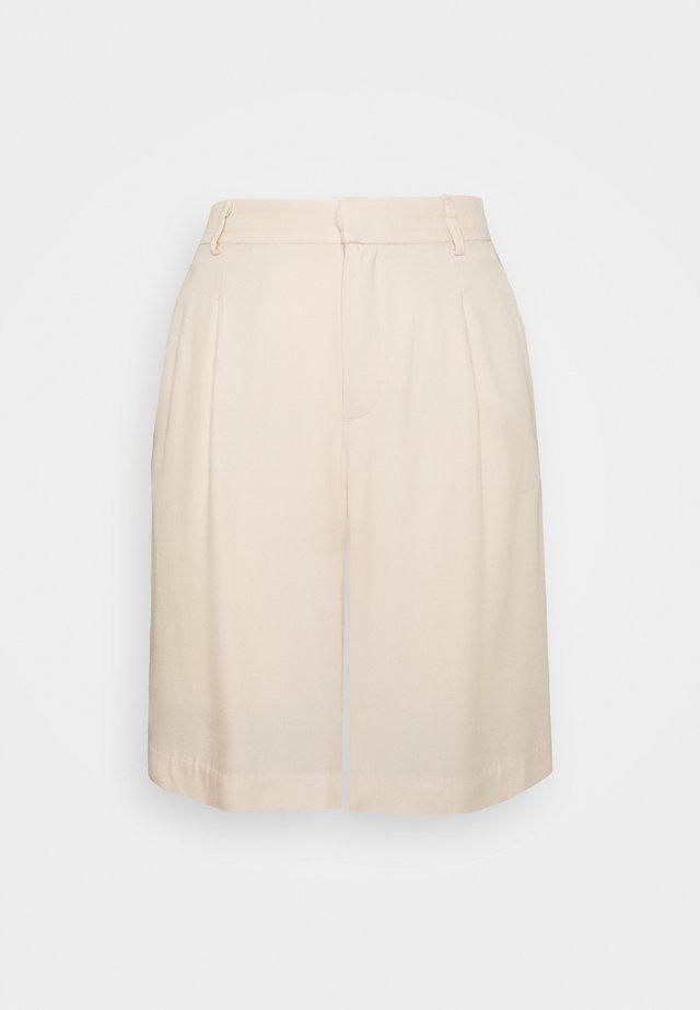 CARRO BERMUDA - Shorts - sandshell