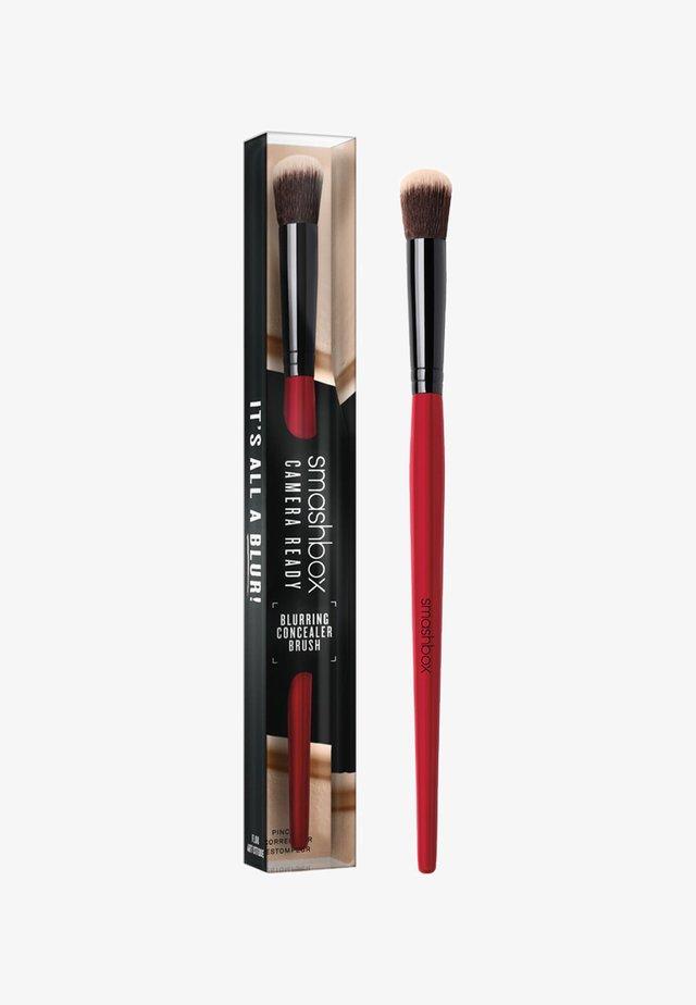 BLURRING CONCEALER BRUSH - Pinceau maquillage - -