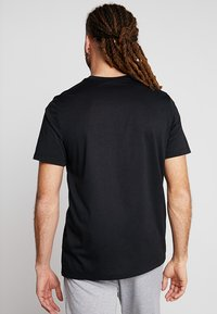 Nike Performance - DRY TEE ATHLETE - T-shirt imprimé - black - 2