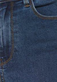Vero Moda Tall - VMHOT SEVEN BIKER PANTS - Jeans Skinny Fit - medium blue denim - 2