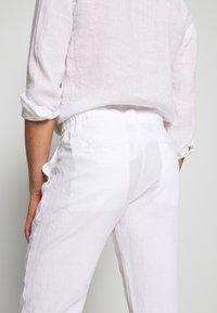 120% Lino - TROUSERS - Pantalon classique - white - 3
