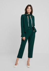 Closet - LONDON TAILORED - Blazer - green - 1