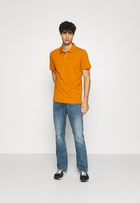 TOM TAILOR - WITH CONTRAST - Polo - spicy pumpkin orange - 1