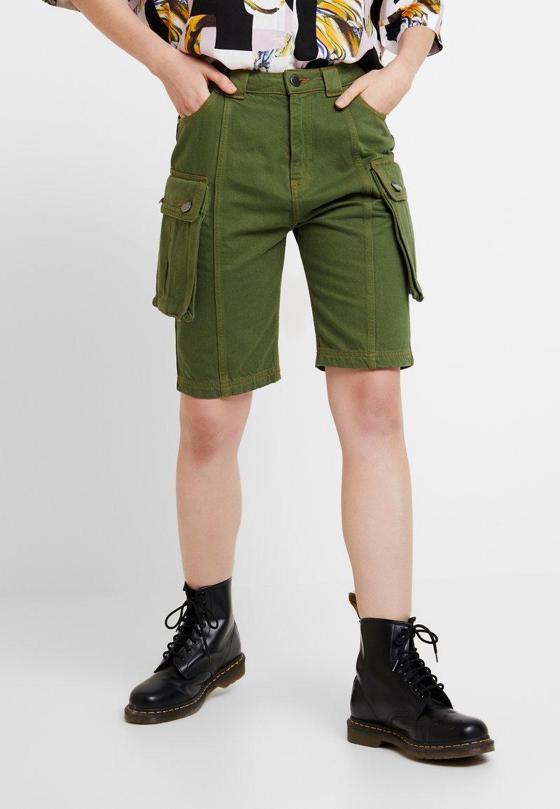 House of Holland - SAFARI MID LENGTH - Shorts - khaki green