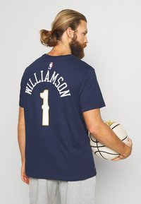 Nike Performance - NBA ZION WILLIAMSON NEW ORLEANS PELICANS NAME NUMBER TEE - Klubové oblečení - college navy - 2