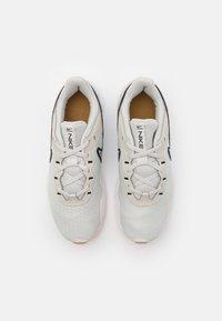 Nike Performance - LEGEND ESSENTIAL 2 PRM - Kuntoilukengät - light bone/black/wheat/white/light brown - 3