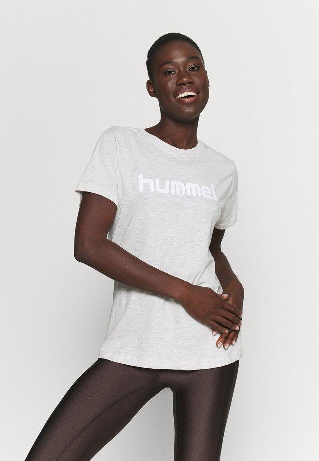 HMLGO  - Camiseta estampada - egret melange