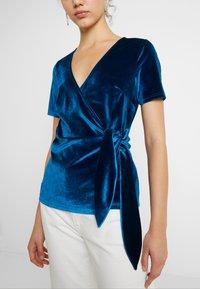 Fashion Union - T-shirts med print - blue - 3