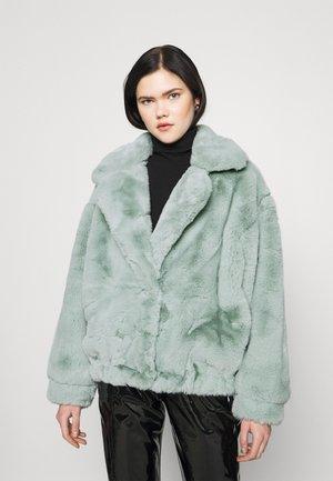 OVERSIZE SHORT JACKET - Winter jacket - green