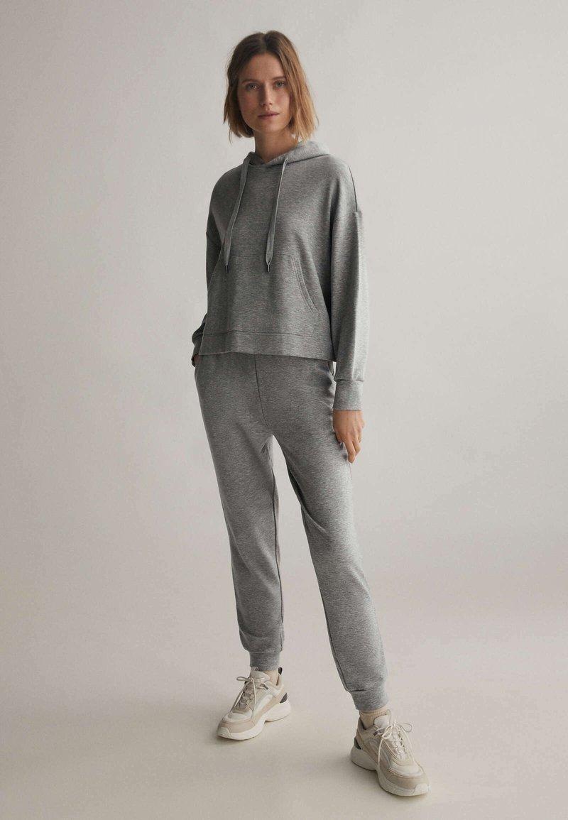 OYSHO - Teplákové kalhoty - light grey