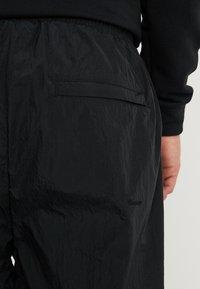 Jordan - DIAMOND CEMENT PANT - Verryttelyhousut - black/gym red - 4