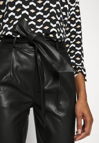 Dorothy Perkins - BELTED TROUSER - Trousers - black - 5