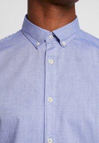 CELIO - NAPINPOINT - Shirt - horizon blue - 6