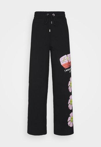 FLOWER COLLEGE PANTS - Joggebukse - black