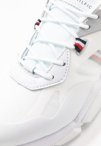Tommy Hilfiger - TECHNICAL CHUNKY - Trainers - white/silver - 2