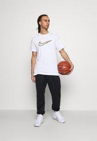 Nike Performance - TEE - Print T-shirt - white - 1