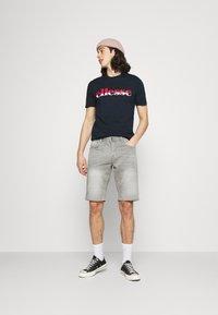 Ellesse - FILIP - T-shirt z nadrukiem - navy - 1