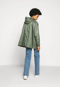 PYRENEX - WATER REPELLENT AND WINDPROOF - Waterproof jacket - jungle - 2