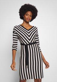 comma - DRESS - Pletené šaty - black - 0