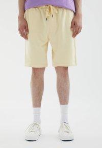 PULL&BEAR - Shorts - yellow - 0