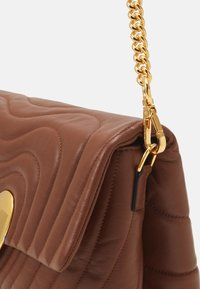 Escada - SHOULDER BAG - Borsa a mano - cognac - 4