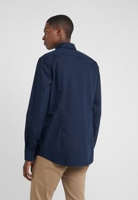 HUGO - KERY SLIM FIT - Camicia elegante - navy - 2