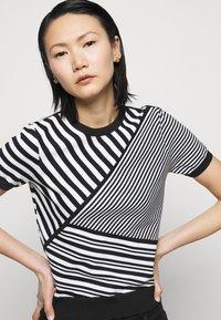 Lauren Ralph Lauren - Print T-shirt - black/white - 4
