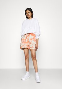 Missguided - TIE DYE ELASTICATED WAIST RUNNER SHORTS - Shorts - orange - 1